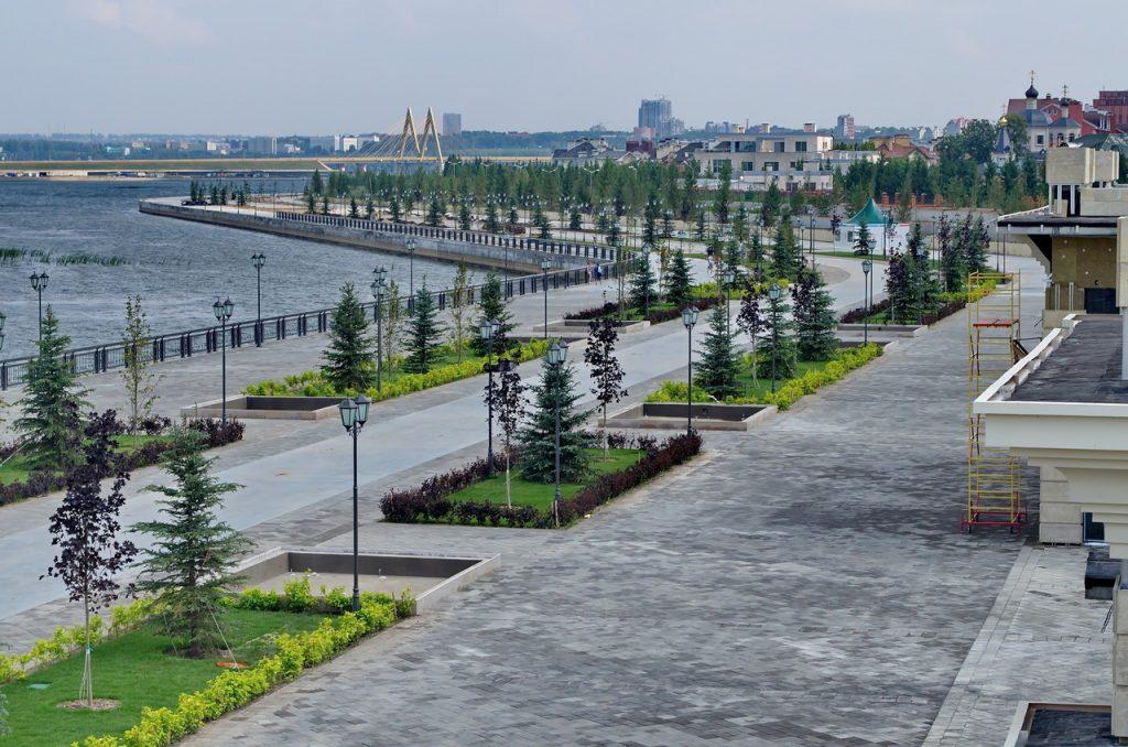 кремлевская набережная Казань